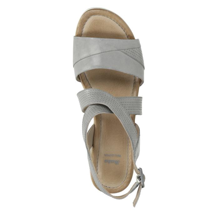Kožené sandále na kline s perforáciou bata, šedá, 666-2606 - 19