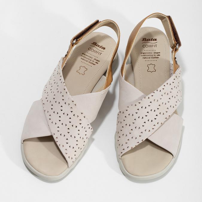 Béžové dámske kožené sandále s perforáciou comfit, béžová, 566-8610 - 16